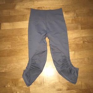 light purple/grey cropped lulu leggings